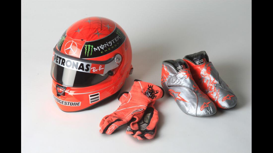 Helm, Rennhandschuhe, Rennfahrerschuhe
