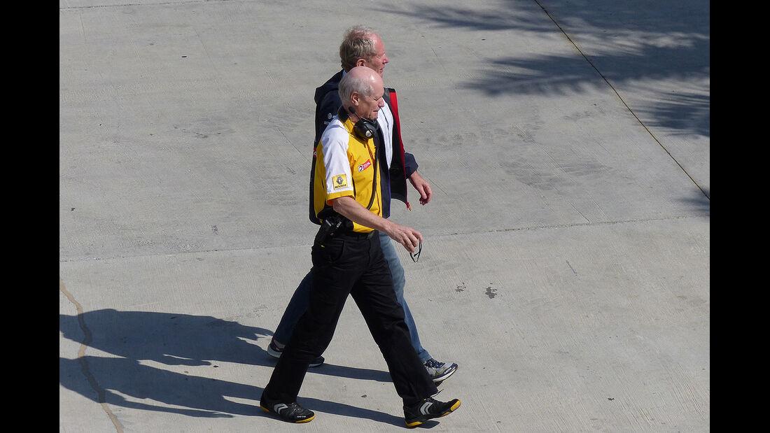 Helmut Marko - Red Bull - Jean Michel Jalinier - Renault - Formel 1 - Bahrain - Test - 19. Februar 2014