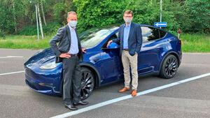 Herbert Diess im Tesla Model Y 2020