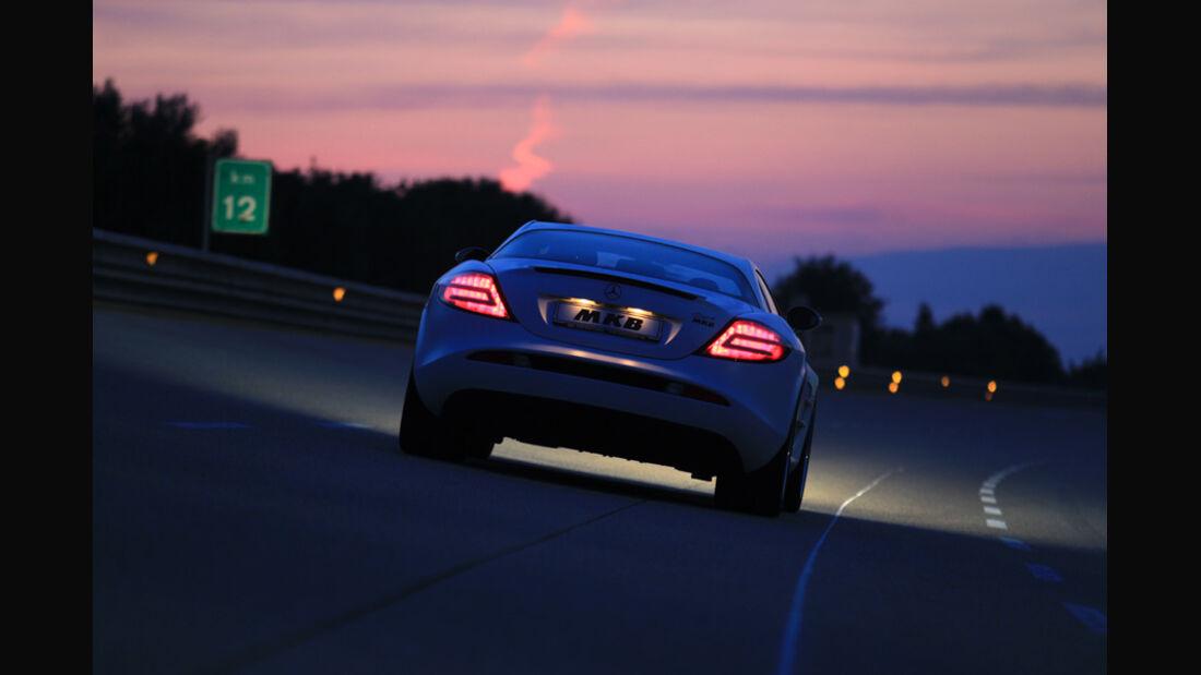 Highspeed-Test, Nardo, ams1511, 391km/h, MKB Mercedes SLR McLaren, Heck, Nacht, Schlusslichter