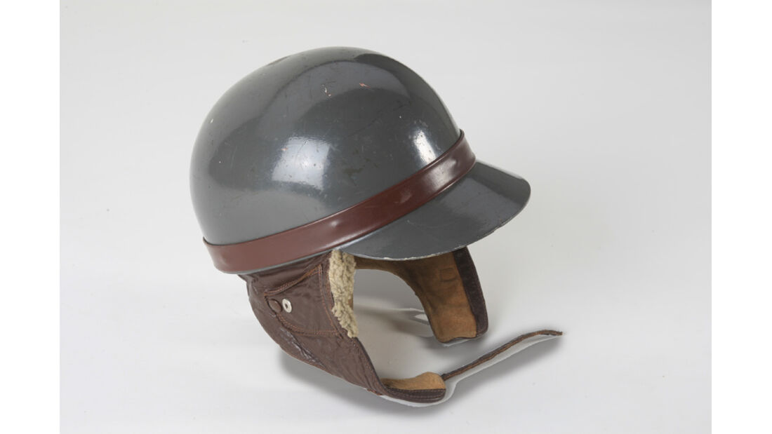 Historischer Rennfahrer-Helm