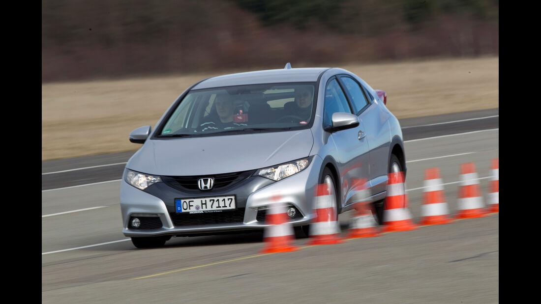 Honda Civic 2.2 i-DTEC, Seitenansicht, Bremstest