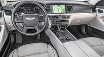 Hyundai Genesis 3.8 HTRAC, Cockpit