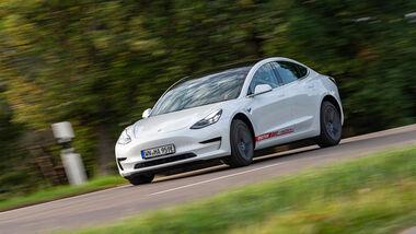 Hyundai Ioniq Elektro, Kia e-Niro, Tesla Model 3, VW ID.3