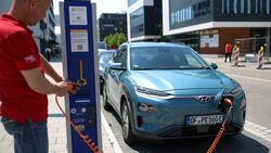 Hyundai Kona Elektro, Ladesäule