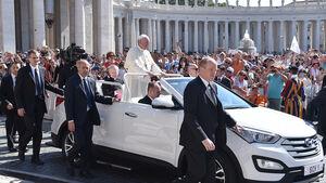 Hyundai Santa Fe Papstmobil