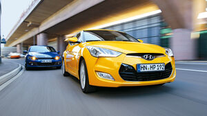 Hyundai Veloster Blue 1.6 Style, VW Scirocco 1.4 TSI BMT, Front
