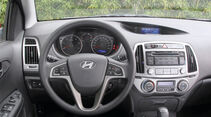 Hyundai i20 1.1 CRDi, Cockpit, Lenkrad