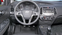 Hyundai i20 Blue 1.1 CRDi Trend, Cockpit, Lenkrad