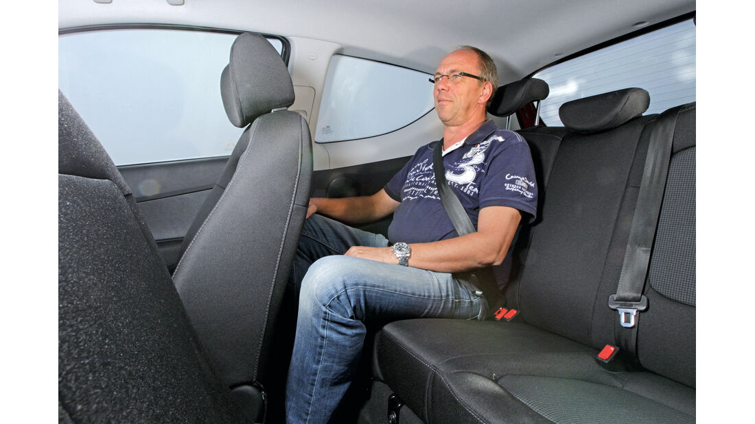 Hyundai i20 Blue 1.1 CRDi Trend, Rücksitz, Beinfreiheit