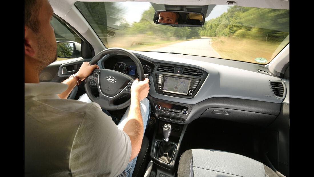 Hyundai i20 Coupé 1.4 CRDi, Cockpit