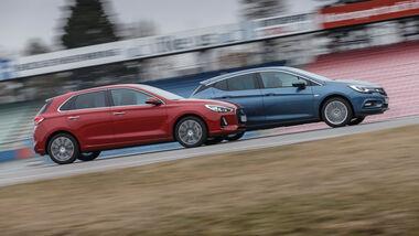 Hyundai i30 1.0 T-GDI, Opel Astra 1.4 DI Turbo, Seitenansicht