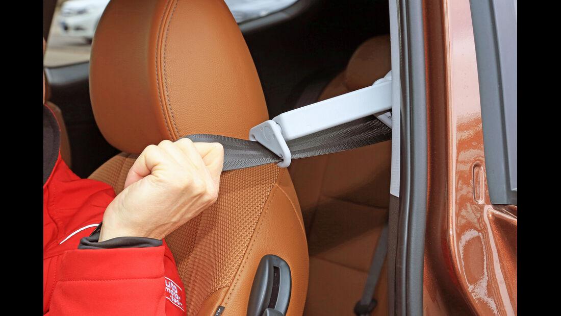 Hyundai i30 1.6 CRDi Coupé, Sicherheitsgurt, Kopfstütze