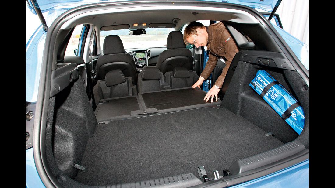 Hyundai i30 1.6 CRDi Trend, Ladefläche, Kofferraum