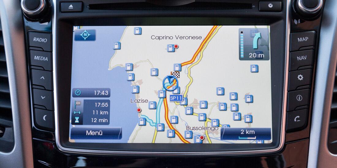Hyundai i30 1.6, Navi