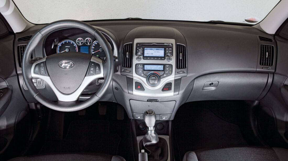 Hyundai i30 1.6i, Lenkrad, Cockpit