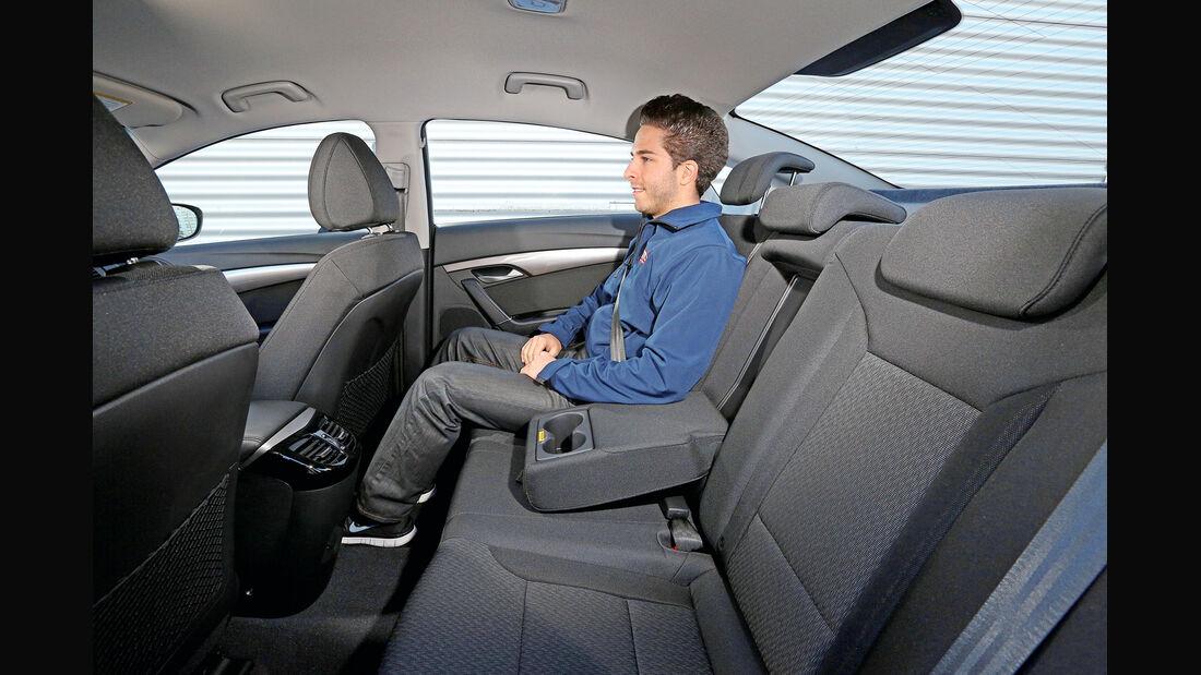 Hyundai i40 2.0, Fondsitz, Beinfreiheit
