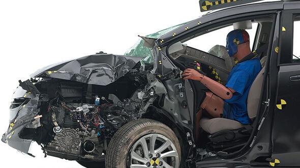IIHS Crashtest, Mazda 5, 07/2014
