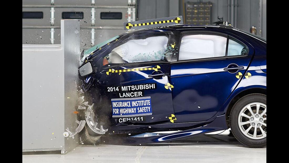 IIHS Crashtest, Mitsubishi Lancer, 07/2014