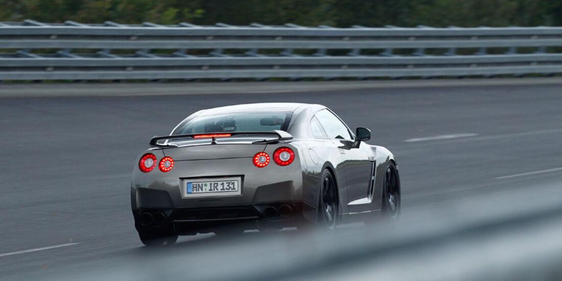 Importracing Nissan GT-R 0-300-0 Beschleunigungs- & Bremsduell