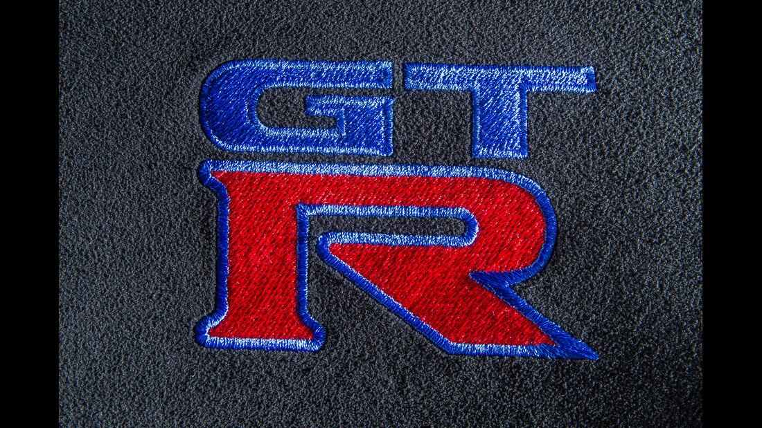 Importracing Nissan GT-R, Emblem, Typenbezeichnung