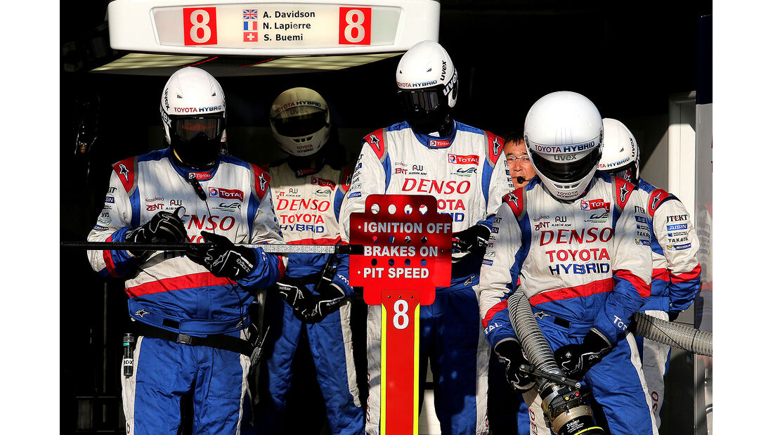 Impressionen - 24h-Rennen - Le Mans 2014 - Motorsport - Toyota - Mechaniker