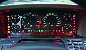 Imstrumentenbrett des Jaguar XJ6 Sovereign 4.0