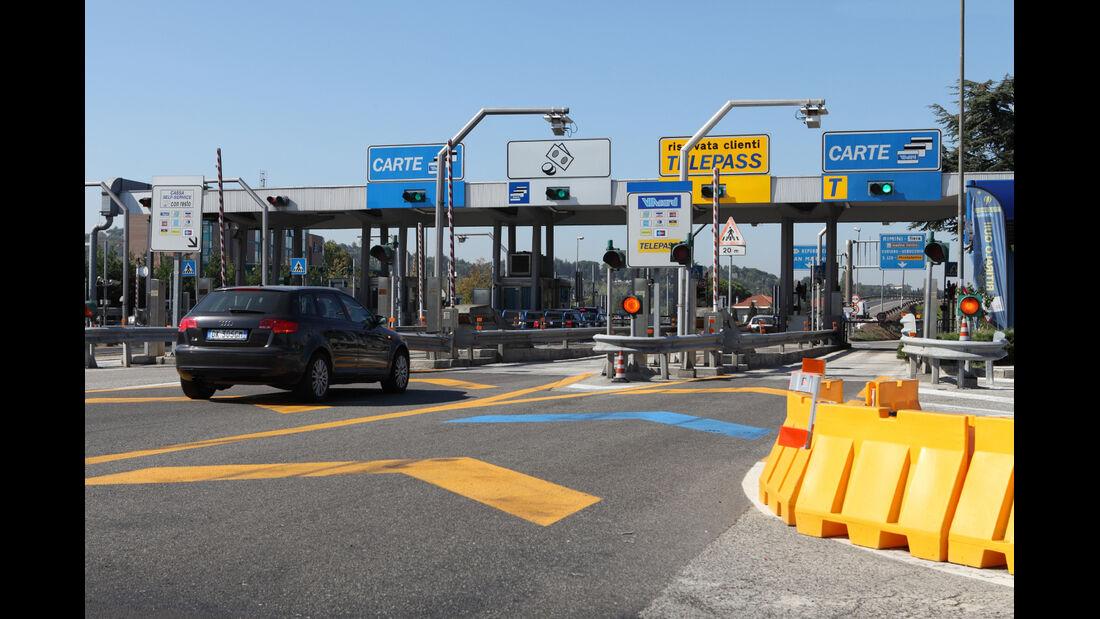 In Italien wird fast flächendeckend eine Maut für Autobahnen erhoben.