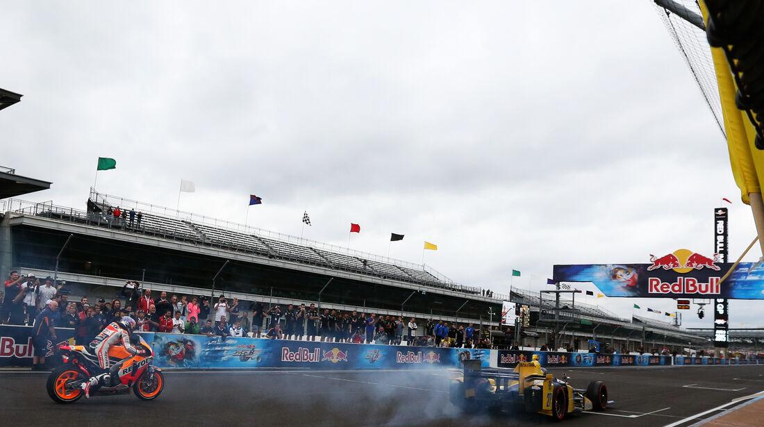 IndyCar vs MotoGP - Marco Andretti & Dani Pedrosa - Indianapolis 2015