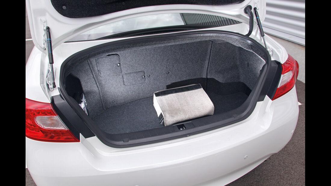 Infiniti M35h GT Premium, Kofferraum
