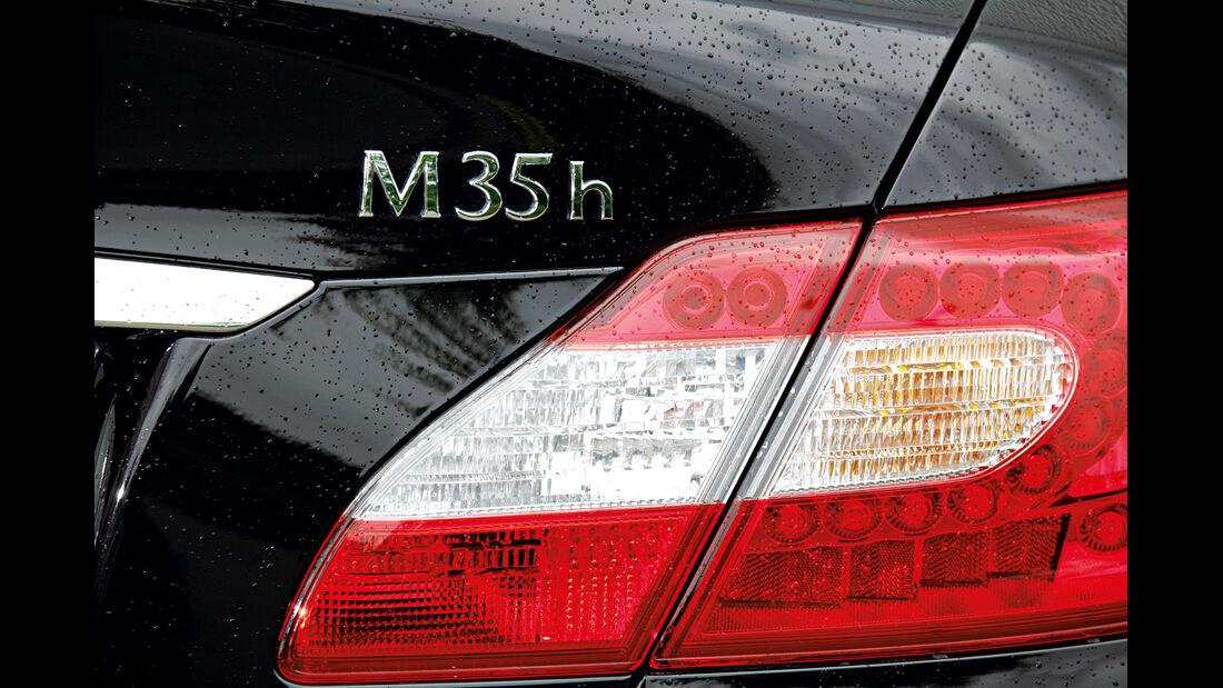 Infiniti M35h, Heckleuchte, Typenbezeichnung
