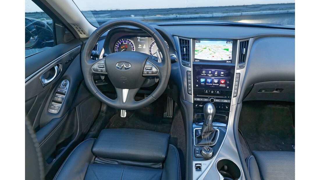 Infiniti Q50S 3.0t, Cockpit