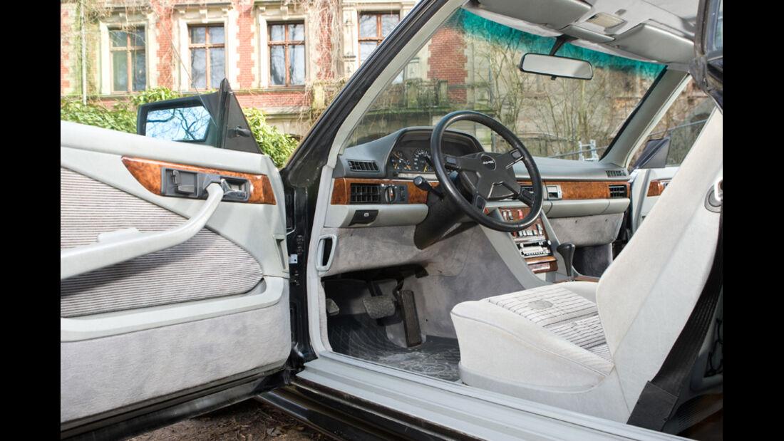 Innenraum eines Mercedes-Benz 500 SEC-AMG, Baujahr 1982