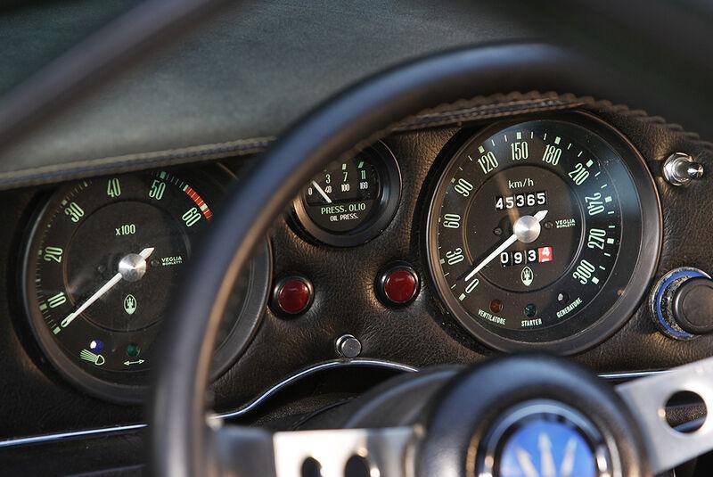 Instrumente des Maserati Bora 4.7