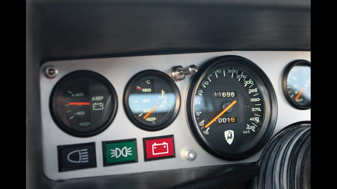 Instrumente und tacho des Lamborghini Countach Turbo S