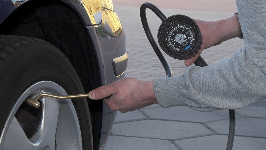 Ist der Reifendruck zu niedrig, steigt der Verbrauch.