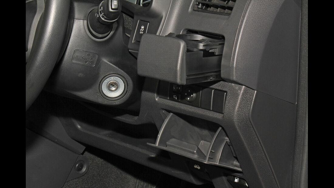 Isuzu D-Max 2,5l Double Cab 4WD, Getränkehalter