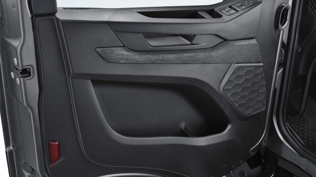 Iveco T-Way 8x4 Lkw
