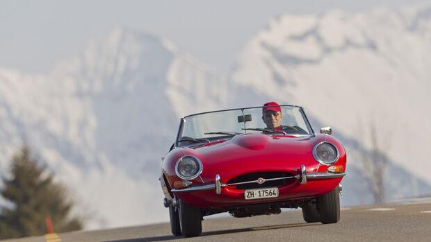 Jaguar E-Type Serie 1, Frontansicht, Berglandschaft