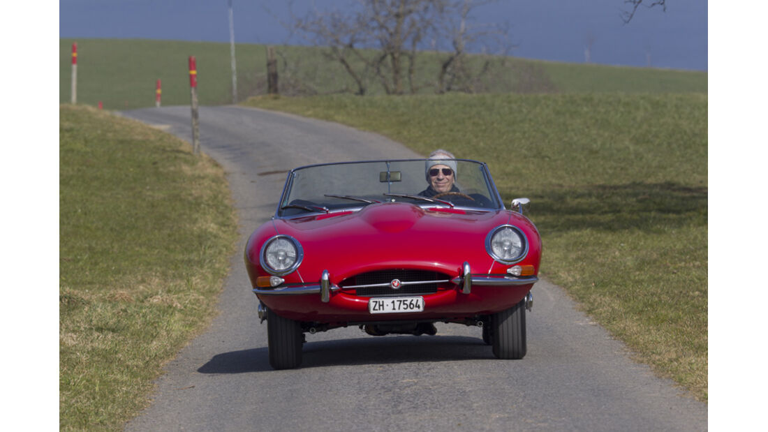 Jaguar E-Type Serie 1, Frontansicht, Fahrt
