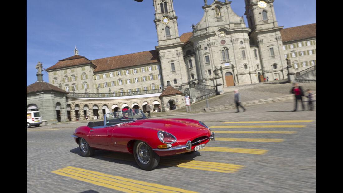Jaguar E-Type Serie 1, Schloss, Fahrt, Stadt