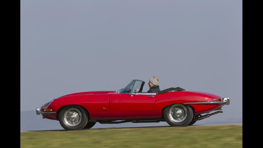 Jaguar E-Type Serie 1, Seitenansicht, Fahrt