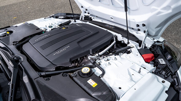 Jaguar F-Type Cabrio P300 Chequered Flag, Motorraum