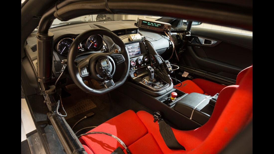 Jaguar F-Type Coupé, Cockpit