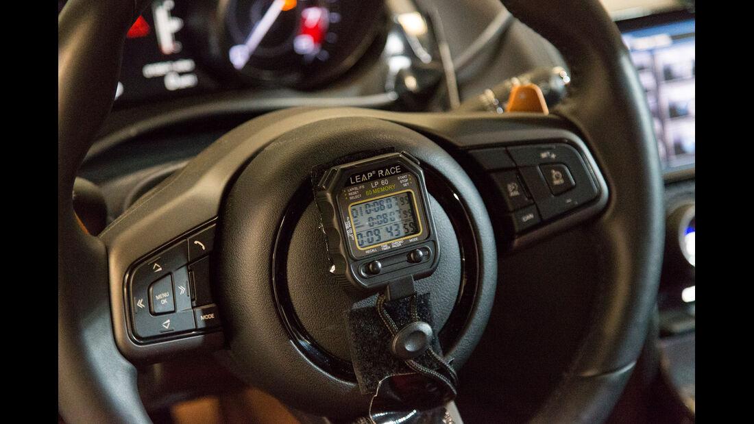 Jaguar F-Type Coupé, Lenkrad, Bedienelemente