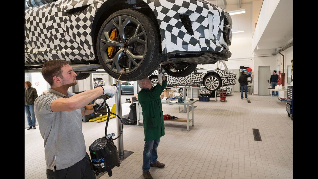 Jaguar F-Type Coupé, Rad, Hebebühne