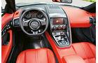 Jaguar F-Type R AWD Cabriolet, Cockpit