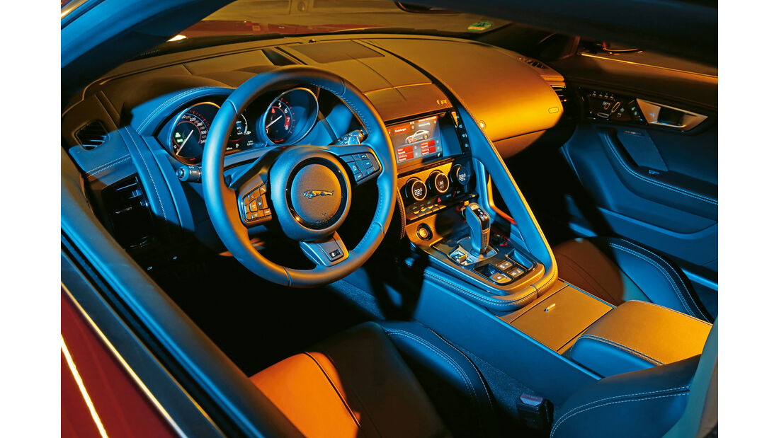 Jaguar F-Type R AWD, Cockpit