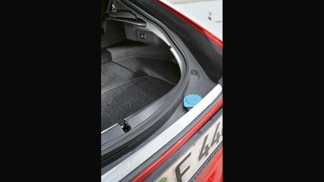Jaguar F-Type R AWD Coupé, Gummidichtung
