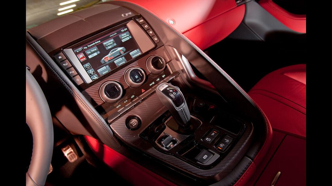Jaguar F-Type R AWD Coupé, Mittelkonsole